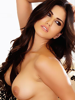 Sunny Leone Showing Bare Big BoObs