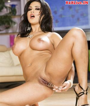 Solo Sunny Leone using a Dildo