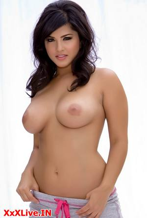 Natural Nude Big BOOBS of Sunny Leone
