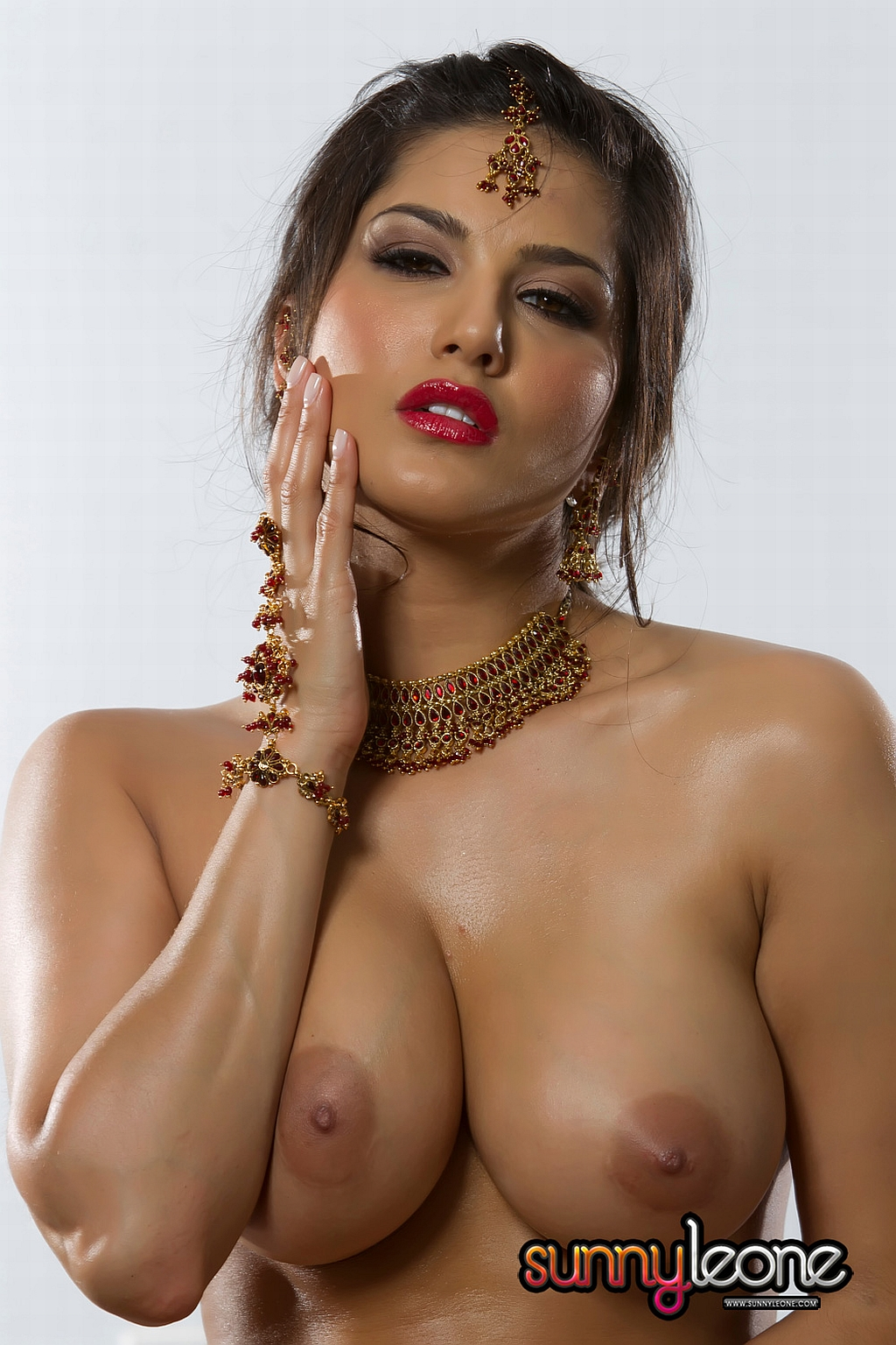 Unncontrollable Sexy Sunny Leone